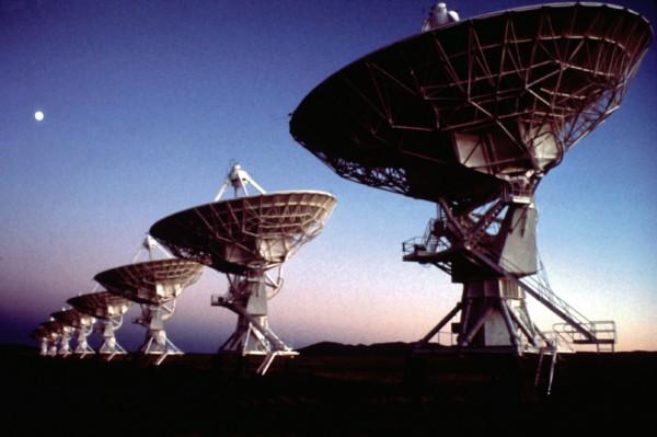 VLA - veliki broj povezanih antena/radio-teleskopa koji rade zajedno