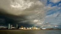800px-Rain_Clouds_over_Liverpool