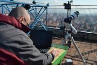 Solarni teleskop na krovu PMF-a  sa kojeg je direktno prenošen tok delimičnog pomračenja Sunca preko interneta