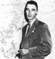 Dr. J. Robert Oppenheimer (snimljeno 1945. godine)