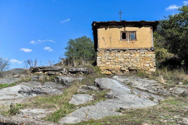 Gostuša – Autentična priroda kamenog sela 1